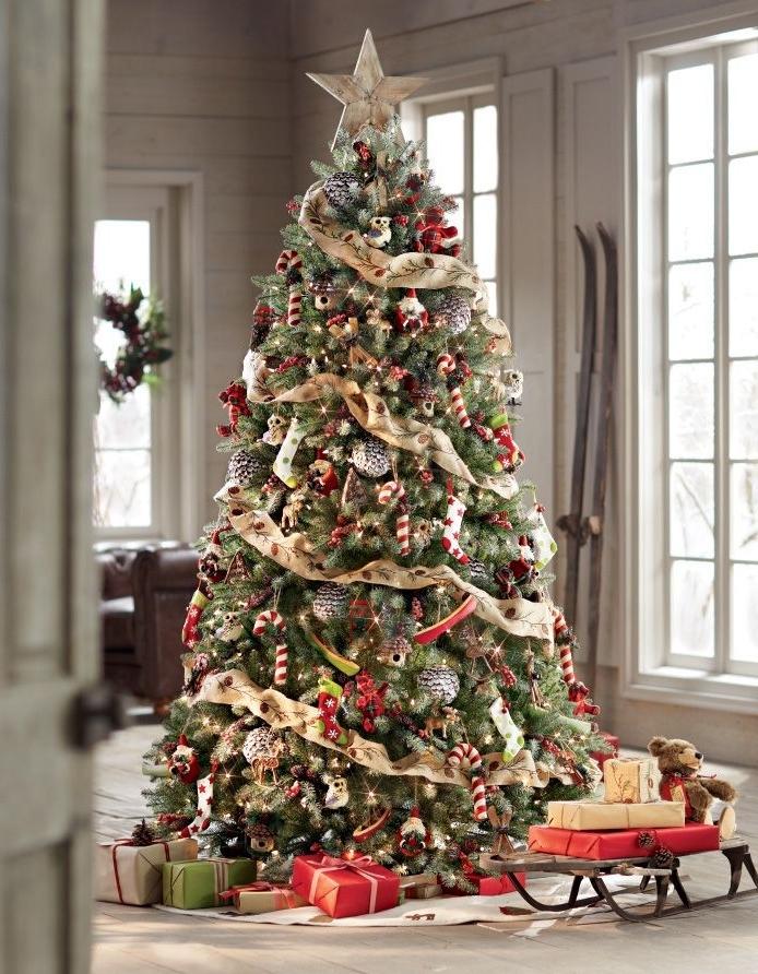 Фото самых красивых новогодних елок дома
