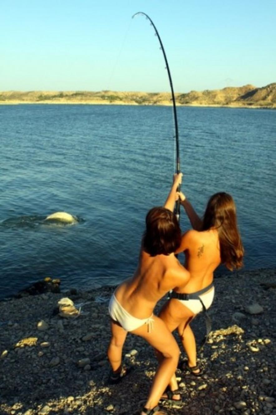 Сексуальные девченки на рыбалке 10 фотография