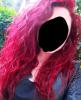 pembe saçlı ingiliz moruk kadın