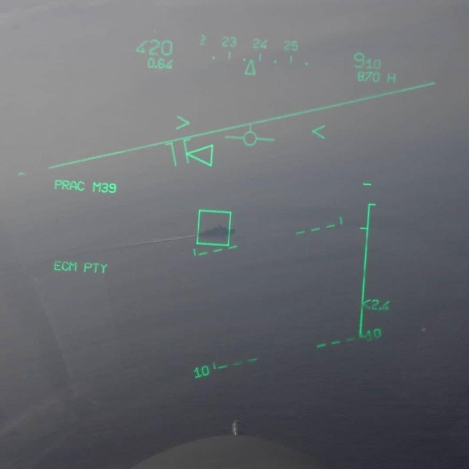 yunan jetlerinin türk savaş gemisine kitlenmesi
