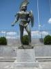 yunanistanda leonidasin heykelini tokatlamak