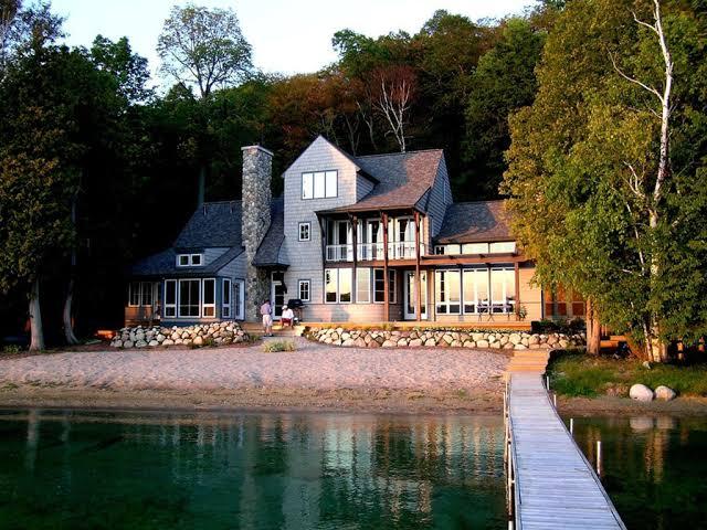 tek başına göl evinde yaşamak