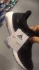 999tl etiketle satışa sunulan adidas spor ayakkabı