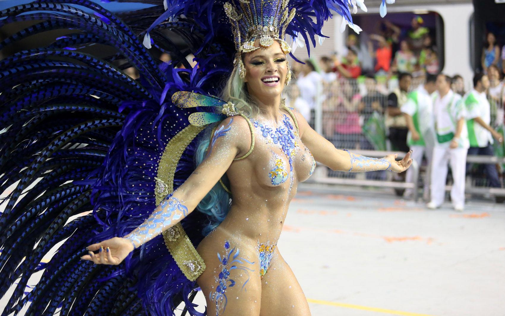 Онлайн русское голые жопы на карнавале видео онлайн наташу