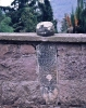 dedemizin mezar taşını okuyamayıp betona gömmek