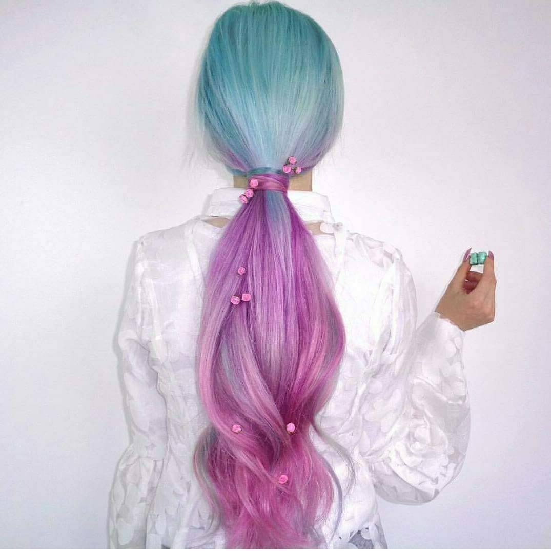 saçını bir kez olsun boyatmamış kız