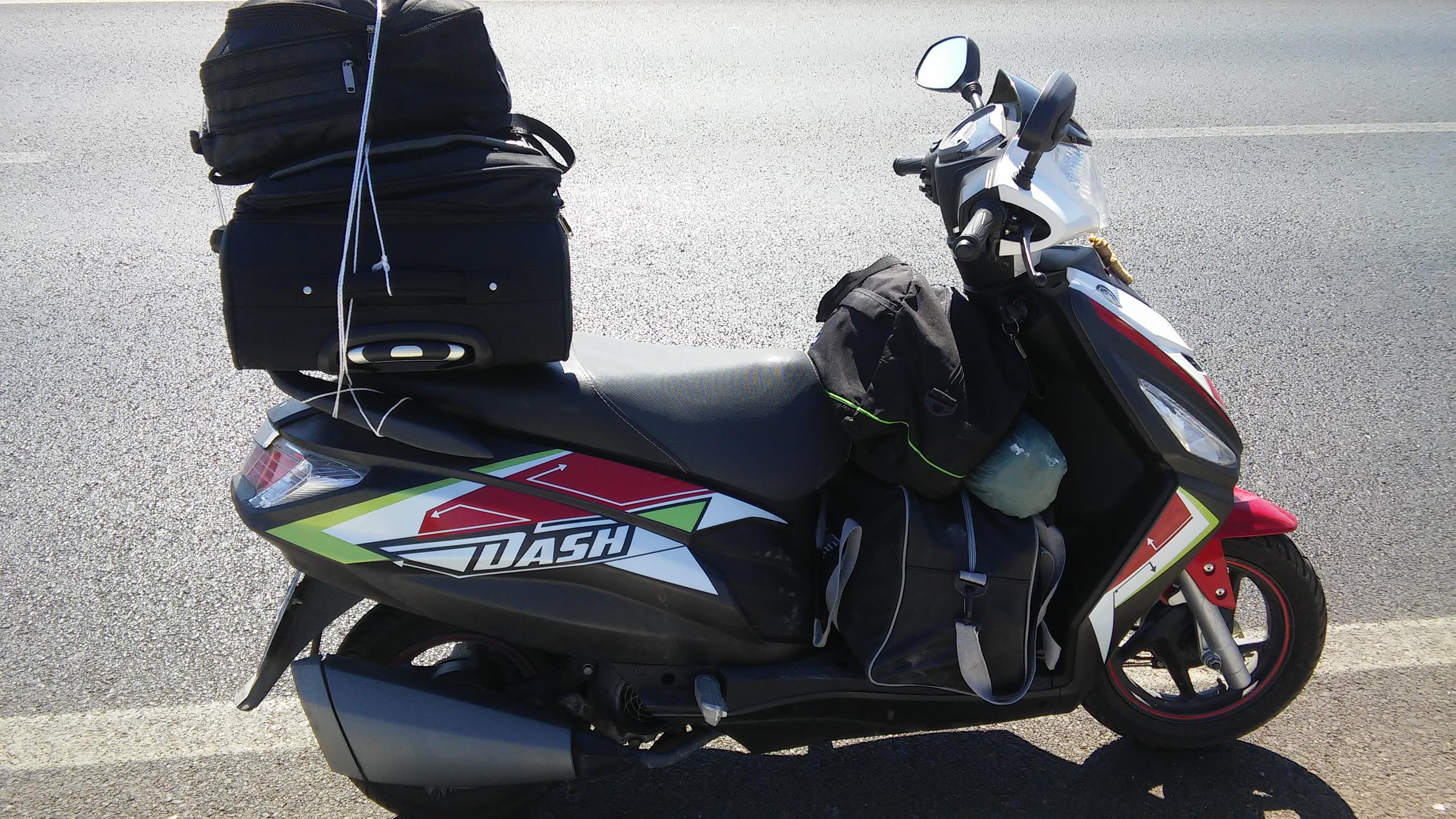 scooter kullanıp kendini harleyde sanan tip
