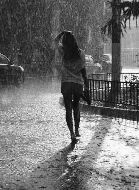 aşırı ıslanan kadın