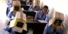 öğrencilerin kafasına karton geçirip sınav yapmak