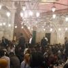 konya da camide iftar yapan cemaat