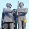 atatürk ün yanındaki çıplak adam heykeli