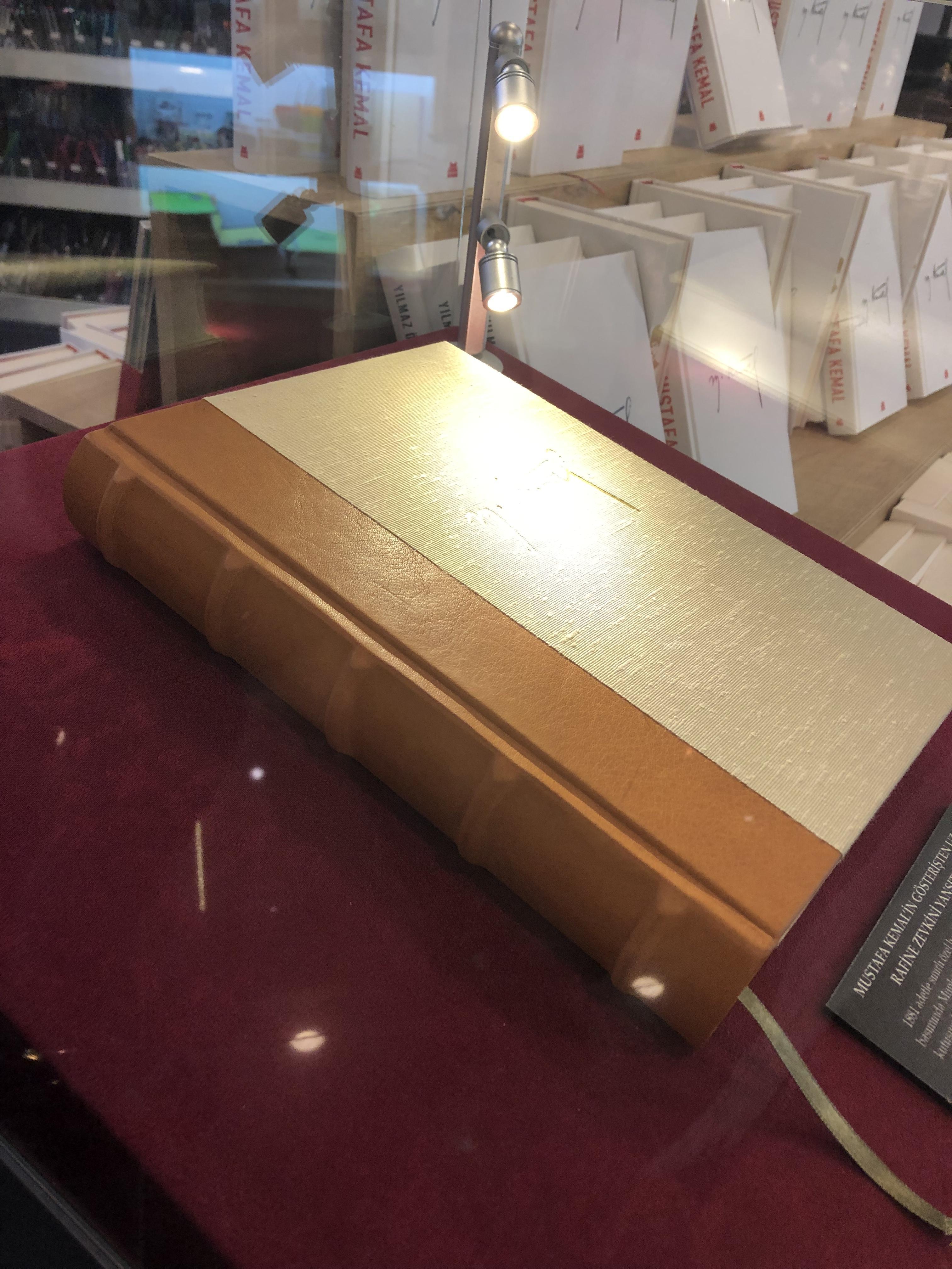 2500 tl lik atatürk kitabını ciddi ciddi savunmak