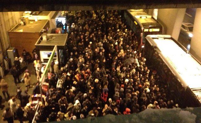 zincirlikuyu metrobüs durağı